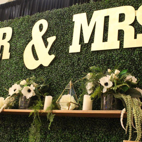 Sign - Mr & Mrs Gold